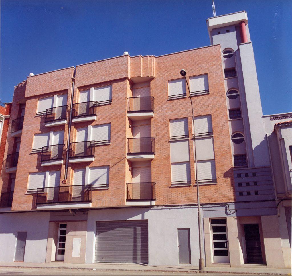 Edificio de 18 viviendas, 4 locales comerciales y 18 plazas de parking en Nules (Castellón)