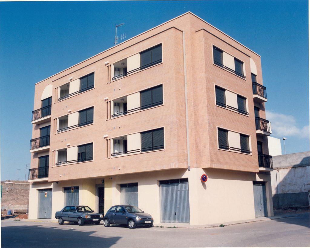 Edificio de 6 viviendas y 5 locales en Nules